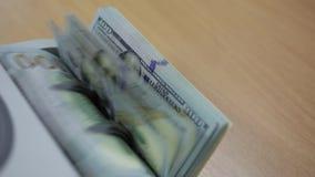 Μετρώντας μηχανή χρημάτων μετρητών απόθεμα βίντεο