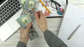 μετρώντας χρήματα ατόμων απόθεμα βίντεο