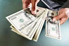 μετρώντας χρήματα Στοκ Εικόνες