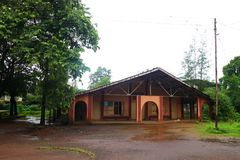 Μετωπική άποψη της εκκλησίας για τις διακοπές δυτικό Ghats στην κατάσταση Maharashtra κοντά στην ιερή εκκλησία wakanda εκκλησιών  στοκ εικόνα