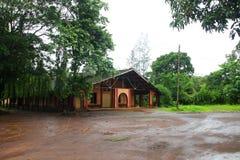 Μετωπική άποψη της εκκλησίας για τις διακοπές δυτικό Ghats στην κατάσταση Maharashtra κοντά στην ιερή εκκλησία wakanda εκκλησιών  στοκ φωτογραφία με δικαίωμα ελεύθερης χρήσης