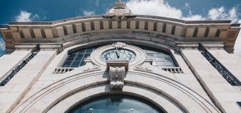 Μετωπική άποψη της ιστορικής αγοράς οικοδόμησης στη Λισσαβώνα στοκ φωτογραφίες