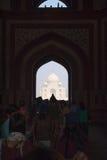 Μετωπική άποψη Mahal Taj από maingate Στοκ Φωτογραφίες