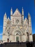 Μετωπικός θόλος Orvieto άποψης μέχρι την ημέρα στοκ φωτογραφίες