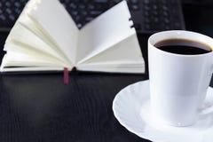 Με ένα φλιτζάνι του καφέ Στοκ φωτογραφία με δικαίωμα ελεύθερης χρήσης