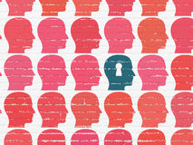 Μελέτη της έννοιας: κεφάλι με το εικονίδιο κλειδαροτρυπών στον τοίχο Στοκ Εικόνες