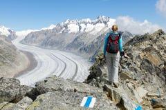 Με ακολουθήστε στη φύση και επάνω το βουνό Στοκ Εικόνες