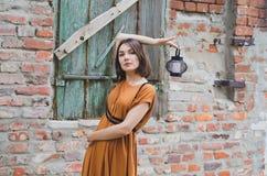 μελαχροινό κορίτσι μαλλ&io Στοκ Φωτογραφία