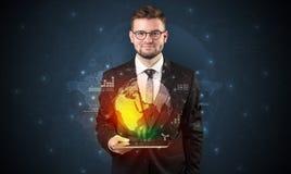 Με γυαλιά επιχειρηματίας με την ταμπλέτα και apps ανωτέρω Στοκ εικόνες με δικαίωμα ελεύθερης χρήσης