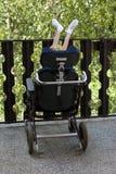 Με ειδικές ανάγκες άτομο στην αναπηρική καρέκλα Στοκ φωτογραφίες με δικαίωμα ελεύθερης χρήσης