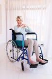 Με ειδικές ανάγκες μέση γυναίκα ηλικίας Στοκ εικόνες με δικαίωμα ελεύθερης χρήσης
