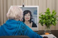 Μελετώντας τη αγγλική γλώσσα on-line με τον άσσο Στοκ φωτογραφία με δικαίωμα ελεύθερης χρήσης