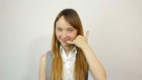 Με καλείτε χειρονομία όμορφες νεολαίες γυναικών απόθεμα βίντεο