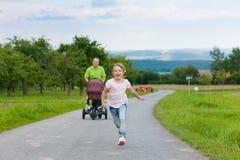 με λάθη πατέρας παιδιών μωρώ&nu Στοκ Εικόνες