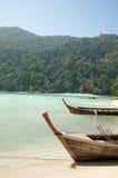 Με μακριά ουρά βάρκες στο νησί Surin, Ταϊλάνδη Στοκ Εικόνες