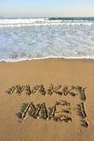 Με παντρεψτε λέξη που επισύρεται την προσοχή στην παραλία Στοκ φωτογραφία με δικαίωμα ελεύθερης χρήσης