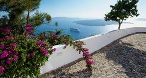 Περπάτημα γύρω από το νησί Santorini Στοκ εικόνες με δικαίωμα ελεύθερης χρήσης