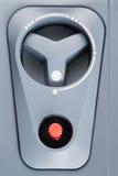 Με τον κόκκινο ελεγκτή κουμπιών στοκ εικόνες