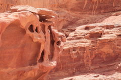 με τους κόκκινους γεωλογικούς σχηματισμούς φαραγγιών, Ιορδανία Στοκ Εικόνα