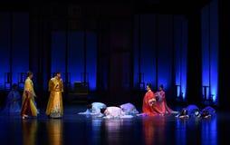 Με το βαθιούς σεβασμό και την ταπεινότητα της harem-πλάτης στις παλάτι-σύγχρονες αυτοκράτειρες δράματος στο παλάτι Στοκ Εικόνες