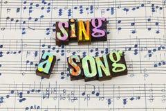 Με τραγουδήστε στο τραγούδι μουσικός letterpress τραγουδοποιός ευτυχής τύπ στοκ εικόνες