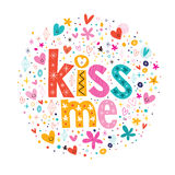 Με φιλήστε αναδρομική τυπογραφία γράφοντας το διακοσμητικό σχέδιο κειμένων Στοκ Φωτογραφία