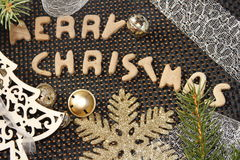 Μελόψωμο Χαρούμενα Χριστούγεννας με τις διακοσμήσεις Χριστουγέννων Στοκ Εικόνες
