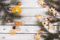 Μελόψωμο Χριστουγέννων και ξηρά πορτοκάλια Στοκ φωτογραφίες με δικαίωμα ελεύθερης χρήσης