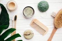 μηδέν επίπεδο αποβλήτων βρέθηκε Ο στερεός φραγμός σαμπουάν, οδοντόβουρτσες μπαμπού, επιζητά στοκ εικόνα με δικαίωμα ελεύθερης χρήσης