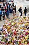 Μηνύματα και floral φόροι στα θύματα των τρομοκρατικών επιθέσεων γεφυρών του Λονδίνου Στοκ εικόνα με δικαίωμα ελεύθερης χρήσης