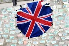 Μηνύματα και floral φόροι στα θύματα των τρομοκρατικών επιθέσεων γεφυρών του Λονδίνου Στοκ φωτογραφία με δικαίωμα ελεύθερης χρήσης