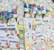 Μηνύματα και floral φόροι στα θύματα των τρομοκρατικών επιθέσεων γεφυρών του Λονδίνου Στοκ φωτογραφίες με δικαίωμα ελεύθερης χρήσης