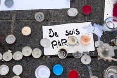 Μηνύματα, κεριά και λουλούδια στο μνημείο για τα θύματα Στοκ εικόνες με δικαίωμα ελεύθερης χρήσης