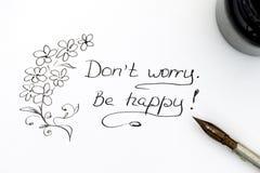 μην ανησυχήστε Να είστε ευτυχής! με το στυλό και το μελάνι Στοκ Εικόνες