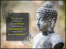 Μην κατοικήστε στο παρελθόν, δεν ονειρεύεται το μέλλον, να συγκεντρώσει το μυαλό στην παρούσα στιγμή στοκ εικόνα
