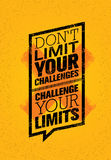 Μην περιορίστε τις προκλήσεις σας Προκαλέστε τα όριά σας Ενθαρρυντικό δημιουργικό απόσπασμα κινήτρου Διανυσματικό έμβλημα τυπογρα Στοκ Φωτογραφία