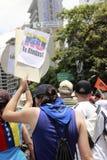 Μην σταματήστε: ένα έμβλημα που επιδεικνύεται από τους δημοκράτες στο Καράκας Βενεζουέλα στοκ φωτογραφία με δικαίωμα ελεύθερης χρήσης