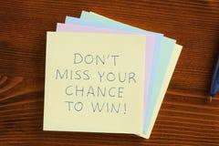 Μην χάστε την πιθανότητά σας να κερδίσετε γραπτός σε μια σημείωση Στοκ φωτογραφία με δικαίωμα ελεύθερης χρήσης