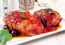 Μηροί ή στήθη κοτόπουλου στη σάλτσα ντοματών Στοκ Φωτογραφία