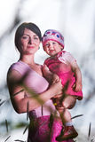 μητέρα εκμετάλλευσης μω& Στοκ φωτογραφία με δικαίωμα ελεύθερης χρήσης