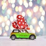 Μητέρα ημέρας, αυτοκίνητο παιχνιδιών, παράδοση, σπιτική, καρδιές, δώρο, αγάπη, γ Στοκ Εικόνες