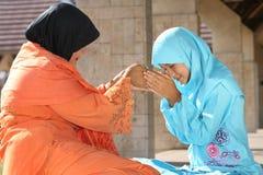 μητέρα Ισλάμ παιδιών στοκ εικόνες με δικαίωμα ελεύθερης χρήσης