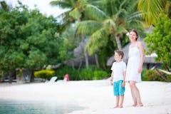 Μητέρα και γιος στις διακοπές Στοκ εικόνες με δικαίωμα ελεύθερης χρήσης