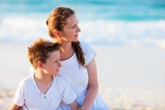 Μητέρα και γιος στις διακοπές Στοκ φωτογραφία με δικαίωμα ελεύθερης χρήσης