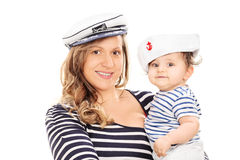 Μητέρα και η κόρη μωρών της στο ναυτικό ομοιόμορφο στοκ εικόνες