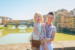Μητέρα και κοριτσάκι στη Φλωρεντία, Ιταλία στοκ φωτογραφίες με δικαίωμα ελεύθερης χρήσης