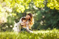 Μητέρα και κοριτσάκι Στοκ φωτογραφίες με δικαίωμα ελεύθερης χρήσης