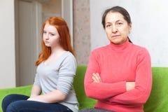 Μητέρα και κόρη μετά από τη φιλονικία Στοκ Εικόνα