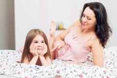 Μητέρα και κόρη σε κακό Στοκ φωτογραφία με δικαίωμα ελεύθερης χρήσης