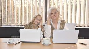 Μητέρα και κόρη στην αρχή Στοκ Εικόνες